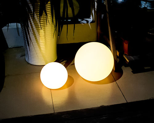 China PE Plastic Solar Pool Ball Lights / Outdoor Solar Ball Lights 4 Flash Modes supplier
